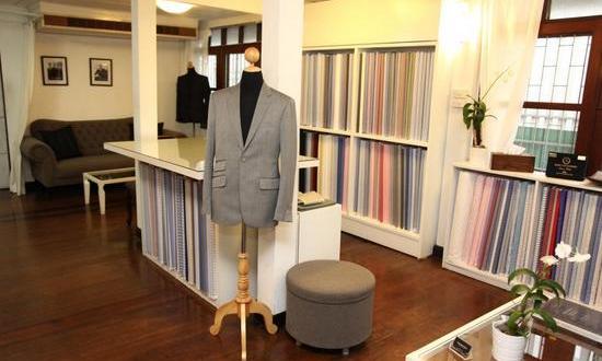 Oblek-a-kosile-na-miru-v-Thajsku-550x330