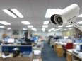 Kamery a čipy v práci: jak moc vás mohou sledovat?