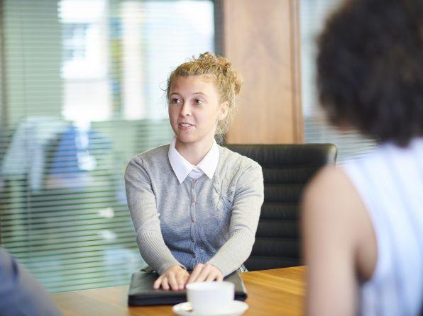 Zkušená headhunterka radí, na co si mají dát absolventi pozor, aby na trhu práce letos uspěli